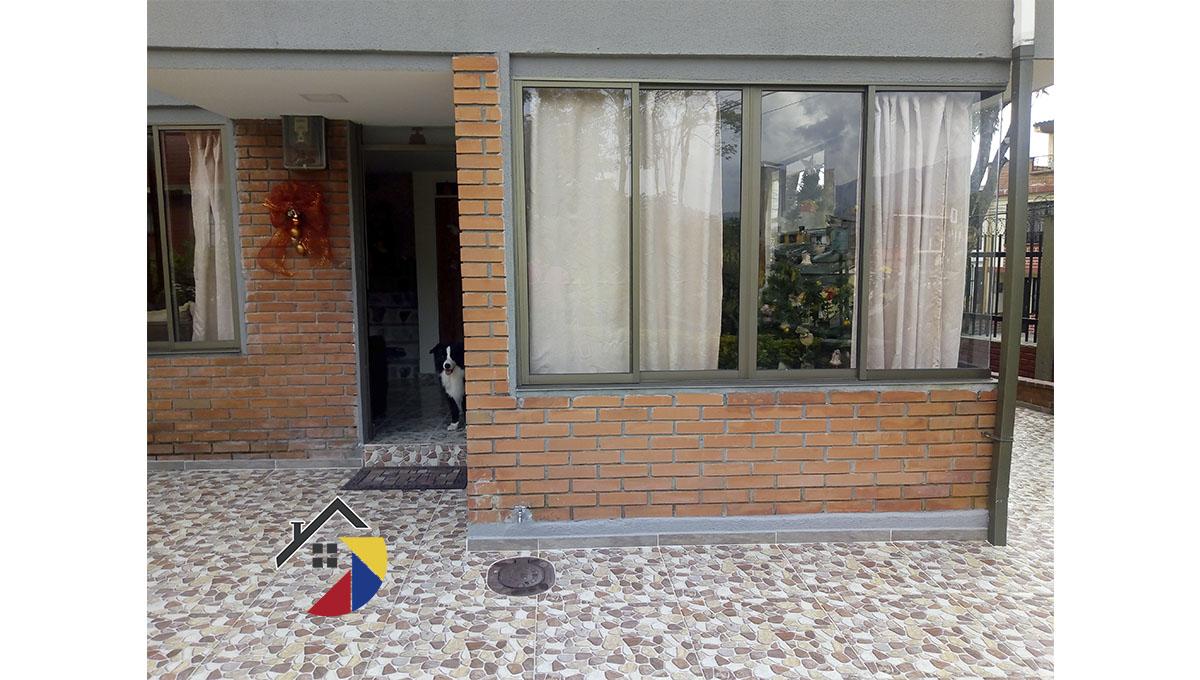 CASA DE 2 PLANTAS, ESQUINERA EN DOSQUEBRADAS